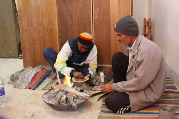 making_traditional_nubian_coffee