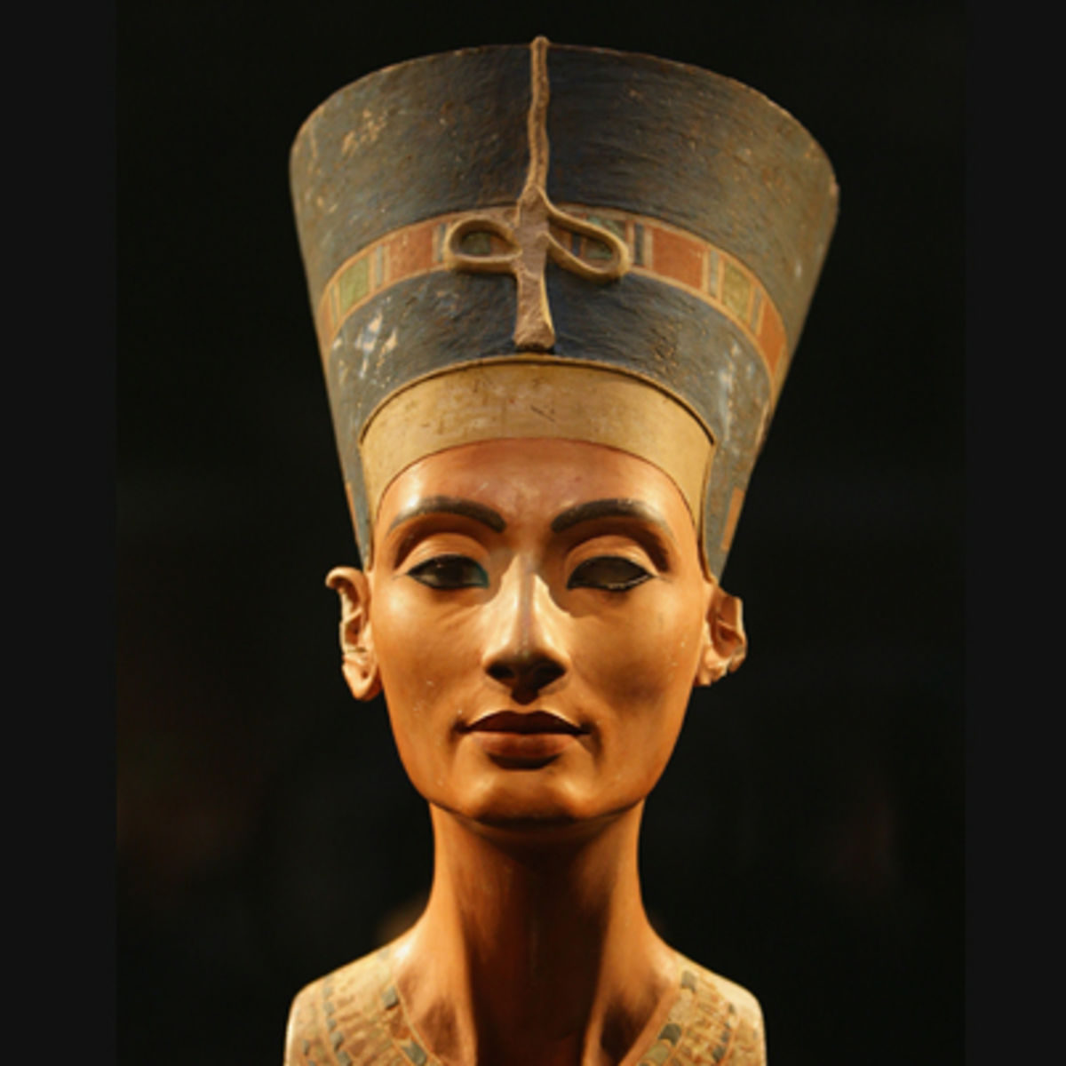 African Queens: The famous portrait of Nefertiti